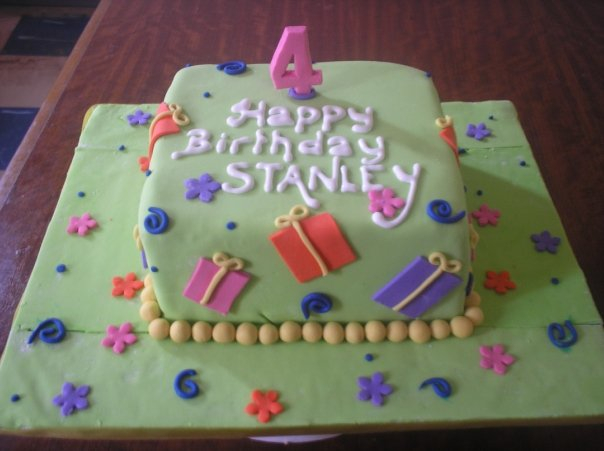 Gift box themed cake (B100)
